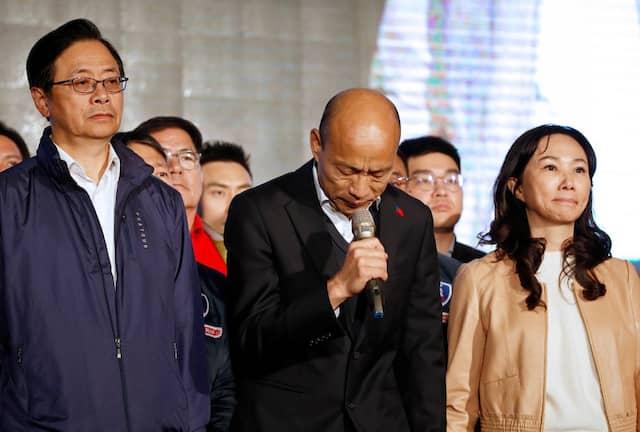 Der Herausforderer der Amtsinhaberin, Han Kuo-yu, am Samstag, als er seine Niederlage eingesteht.