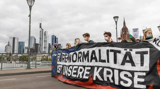 Klimaaktivisten von Fridays for Future auf einer Demonstration im September in Frankfurt