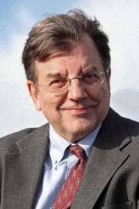 Michael Hudson ist Professor der Wirtschaftswissenschaften an der Universität von Missouri. Im Jahr 2006 sagte er den Kollaps des Immobilienmarktes genau voraus.