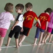 Sportunterricht in einem Kindergarten in Frankfurt/Oder: Laut einer WHO-Studie bewegen sich Kinder und Jugendliche weltweit zu wenig.