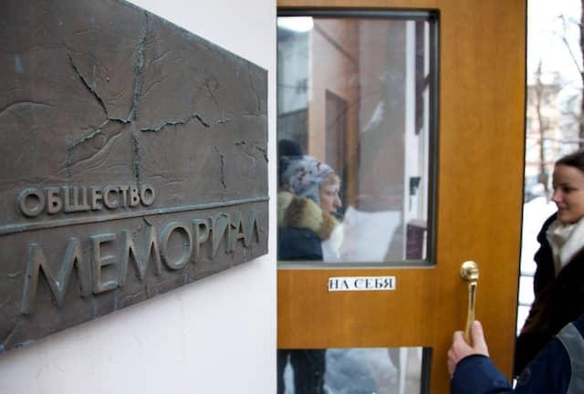 """Unter Beobachtung: Der Eingang der russischen Menschenrechtsorganisation """"Memorial"""" in Moskau"""