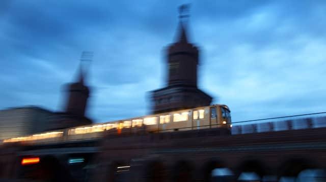 Mobilität im Wandel: In Berlin sollen noch mehr Menschen auf Bus und Bahn umsteigen.