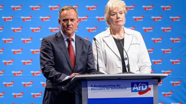 Rainer Gross, Geschäftsführer der Gustav-Stresemann-Stiftung, und Erika Steinbach, Vorsitzende der Stiftung Desiderius-Erasmus in Augsburg