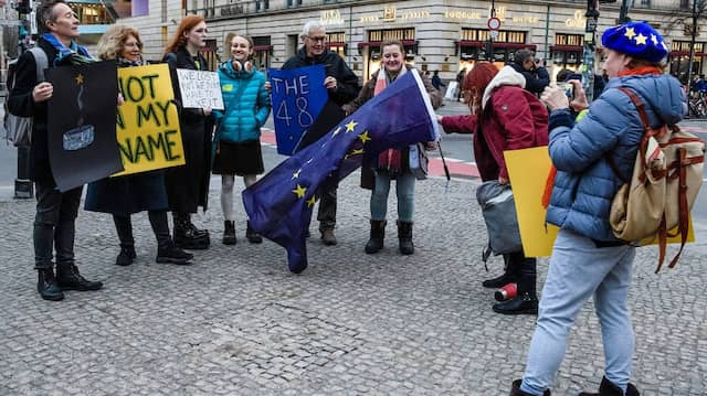 EU-Supporters gather on Brexit-Day in front of the British Embassy in Berlin