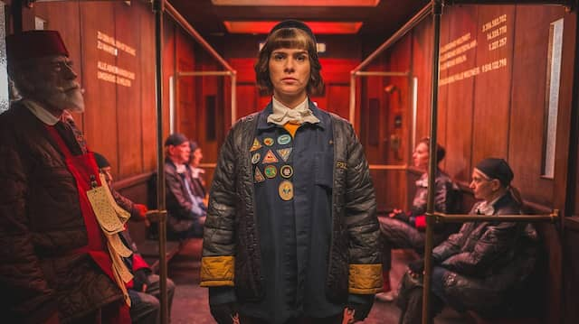 Aufgestiegen: Monika kommt mit dem Fahrstuhl zu ihrem nächsten Fall