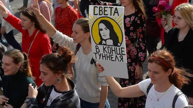 Gibt es in Belarus wirklich Licht am Ende des Tunnels, wie das Plakat erhofft?