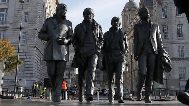 Vier sind schon ein Seminar: Die Beatles-Statue an der Uferpromenade von Liverpool