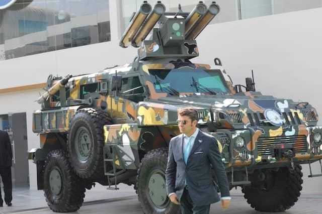 Man gönnt sich ja sonst nichts: Panzerfahrzeug mit echten Swarovski-Kristallen.