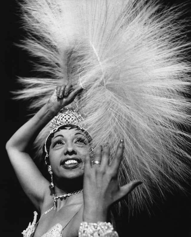 Josephine Baker im Bühnenkostüm einer Revue