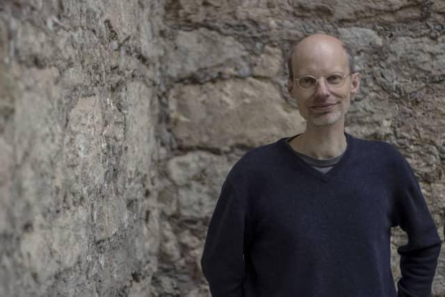 Der Literaturwissenschaftler und Journalist Guido Graf forscht über Soziale Poetik, Sound-Poetik und Social Reading.