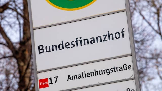 Endstation Bundesfinanzhof: Eine Haltestelle vor dem obersten deutschen Finanzgericht in München
