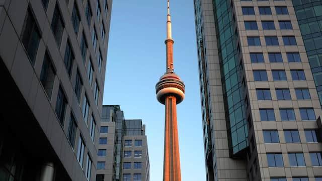 Blick auf den 553 Meter hohen CN Tower, aufgenommen in der kanadischen Stadt Toronto