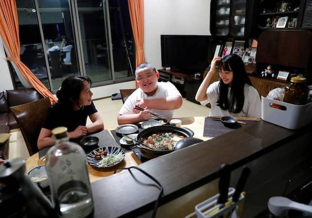 Durchschnittlich nimmt Kyuta 2700 bis 4000 Kalorien zu sich um den Richtlinen der Sumoringer zu entsprechen.