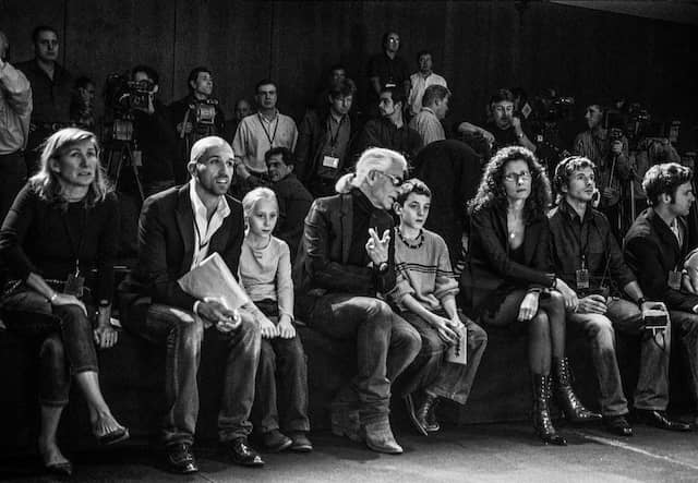 Konzentriert: Karl Lagerfeld bei der Probe vor der Modenschau von Lagerfeld-Gallerie im Oktober 2003