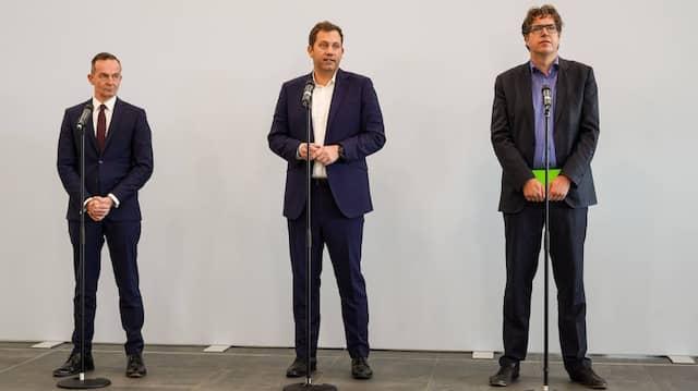 Gerade für Politiker kann es nicht schaden, auf Vordenker zu hören, deren Impulse bis heute wertvoll für eine Debatte sind: Volker Wissing, Lars Klingbeil und Michael Kellner