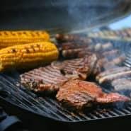 Steak für ihn, Mais für sie? Die Idee von Männer- und Frauen-Essen ist weitverbreitet.