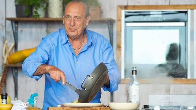 Hat Ahnung von Pasta und das Hemd immer einen Knopf zu weit offen: Gennaro Contaldo (hier beim  Big Feastival 2018 in Oxfordshire)