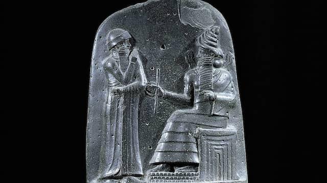 Die 1902 in Susa gefundene Gesetzesstele des Hammurapi wird heute im Louvre aufbewahrt.