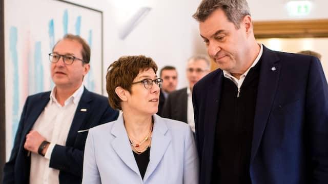 Kramp-Karrenbauer und Söder bei der CSU-Klausur im Kloster Seeon