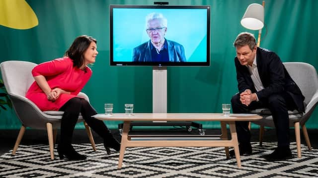 Gut zuhören: Annelena Baerbock und Robert Habeck während der Rede von Winfried Kretschmann beim Politischen Aschermittwoch am 17. Februar 2021