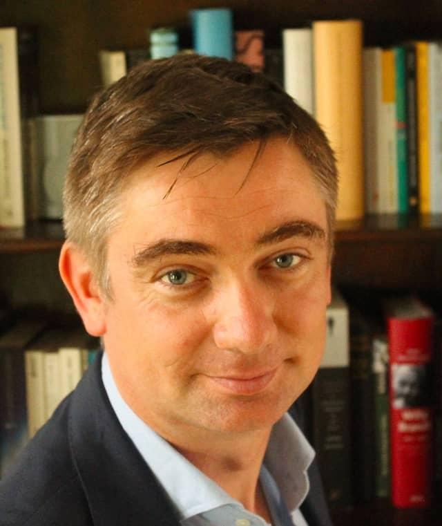 Der Historiker und Politikwissenschaftler Tobias Bütow lehrt Konflikt- und Gewaltforschung und leitet die Mittelmeerprogramme des Centre international de formation européenne (CIFE) in Nizza.