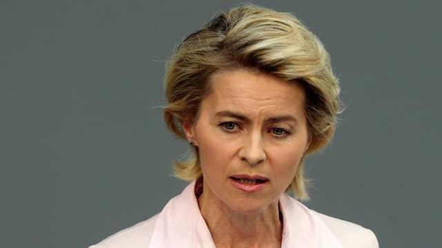 Die Ärztin Ursula von der Leyen (CDU) nahm als einziges Kabinettsmitglied das Wort: Sie warb für die PID.