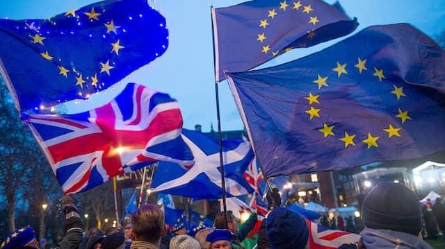 EU-Flaggen wehen kaum noch in London, aber Millionen Bürger der Union wollen bleiben.