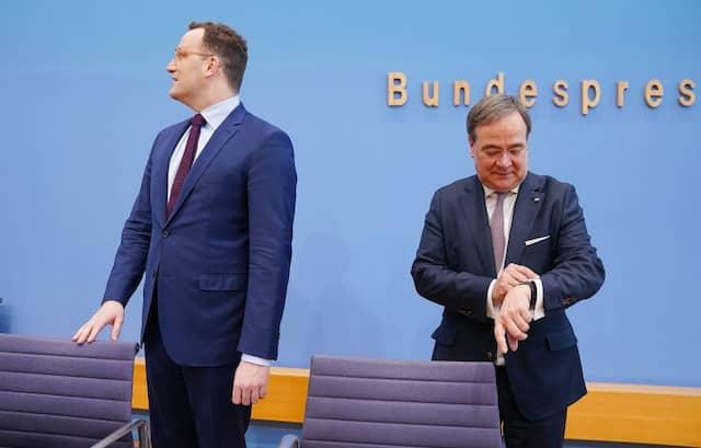 Jens Spahn verzichtet zugunsten von Armin Laschet auf eine Kandidatur für den CDU-Vorsitz und will Stellvertreter sein.