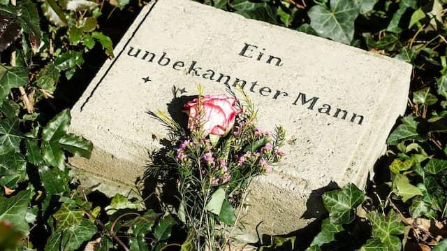 Ein Grabstein auf dem Berliner Friedhof der Märzgefallenen