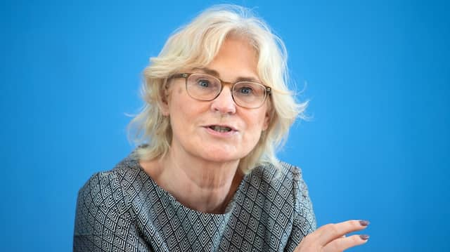 Die Bundesjustizministerin Christine Lambrecht appelliert an die Verantwortung der Internetnutzer.