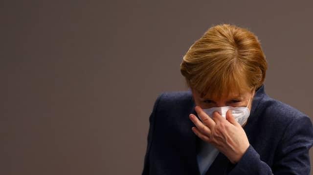 Bundeskanzlerin Angela Merkel mit einer FFP-2-Maske am 16. Dezember 2020 im Bundestag