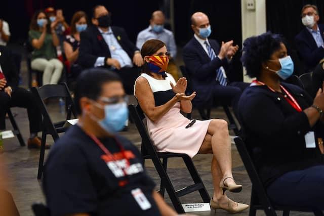 Zuhörer bei Trumps Besuch in Phoenix