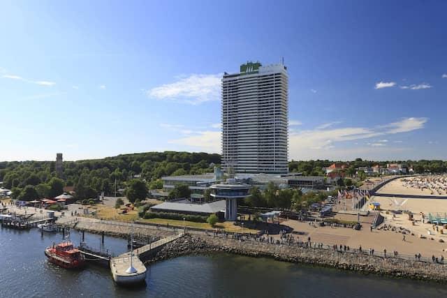 Das Hotel Maritim in Travemünde ist das erste, was man von der Fähre aus sieht.
