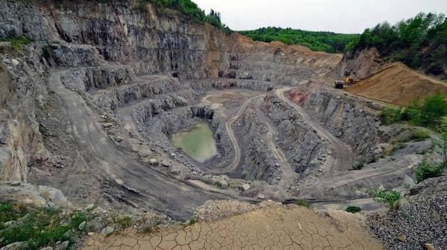 Der Steinbruch der Firma Röhrig bei Heppenheim soll nach Süden erweitert werden Das Planverfahren läuft.