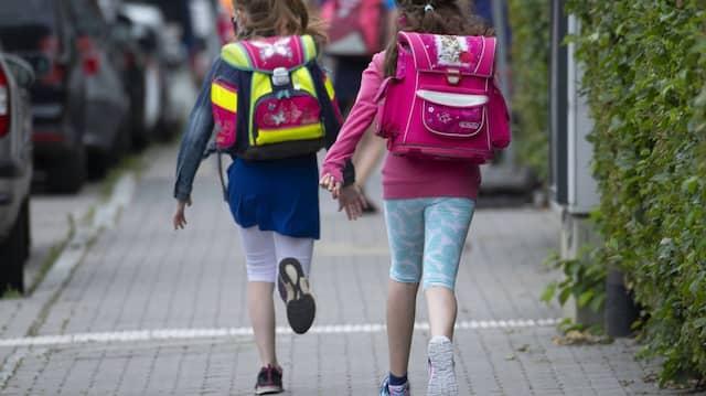 Auf in die Schule: Wie sehr der Unterricht unter den Corona-Auflagen leidet, wird sich noch zeigen.