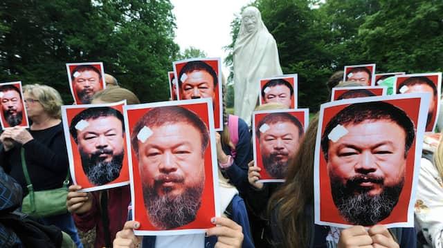 Freiheit für Ai Weiwei: Protestaktion auf der documenta in Kassel.