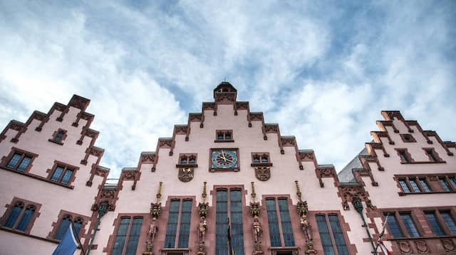 Im Frankfurter Römer ist jetzt eine Grün-Schwarz-Lila-Koalition denkbar.