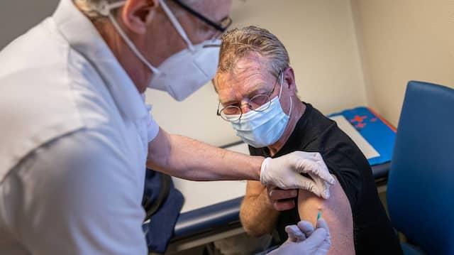 Der ersehnte Piks: Hausärzte müssen sich an die Priorisierung halten, haben aber mehr Freiheiten beim Impfen