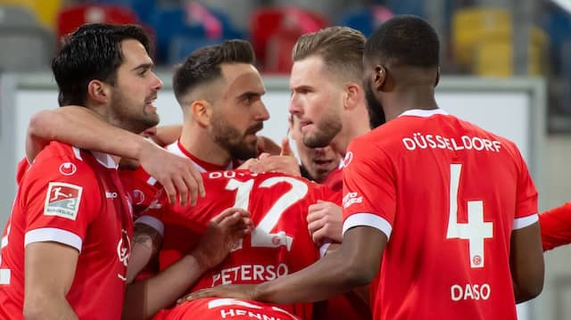 Freude über den geretteten Punkt bei Fortuna Düsseldorf
