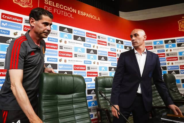 Der Trainerstuhl ist nicht mehr leer: Fernando Hierro nimmt Platz