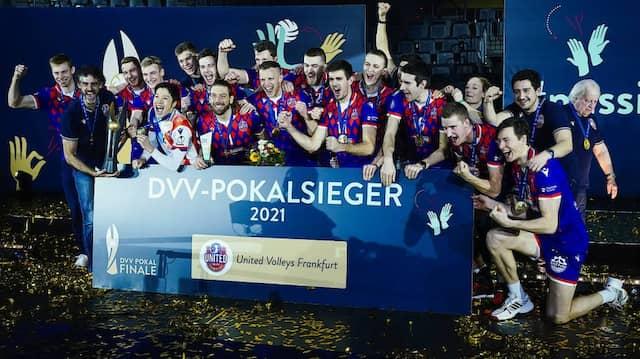 So sehen Sieger aus: Die United Volleys nach dem Finalerfolg