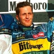 Siegerehrung: der deutsche Formel 1-Rennfahrer Michael Schumacher (links) und der britische Formel 1-Pilot Damon Hill im Jahr 1995 in Japan