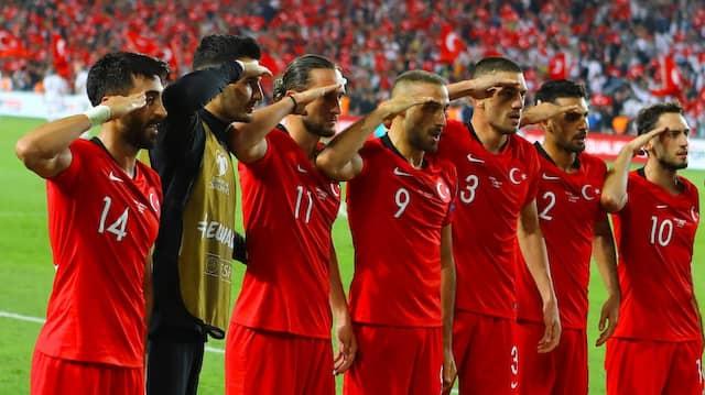 Umstrittene Geste: Salut der türkischen Nationalspieler