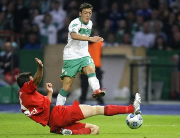 Das 1:0 - Özil hat flach und hart mit links abgezogen