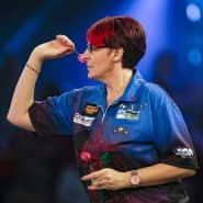 Bei den Männern dabei: Lisa Ashton darf als erste Frau regulär bei PDC-Turnieren melden.