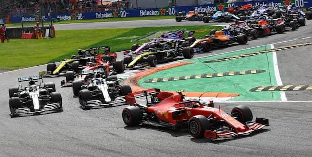 Überzeugend: Charles Leclerc (rechts) verteidigt seine Pole-Position und gewinnt das Rennen