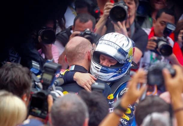 Silberner Helm, schütteres Haar: Die Red-Bull-Mischung Vettel/Newey passt offenbar auch 2011 bestens