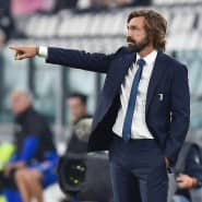Ein Stratege, schon zu Spielerzeiten: Andrea Pirlo zeigt, wo es langgeht.