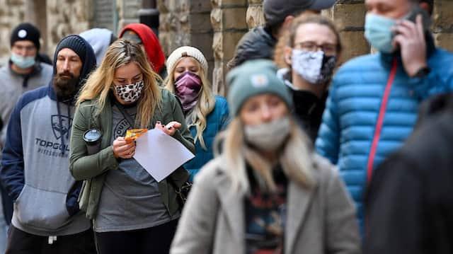 Zweckmäßig in der Warteschlange: Wähler am 3. November in Pittsburgh, Pennsylvania.