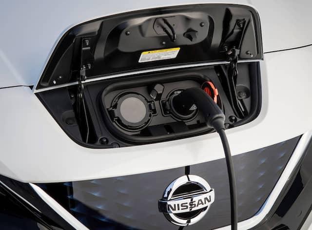 Der Leaf fährt mit einer um 10 auf 40 kWh erstarkten Batterie heran.